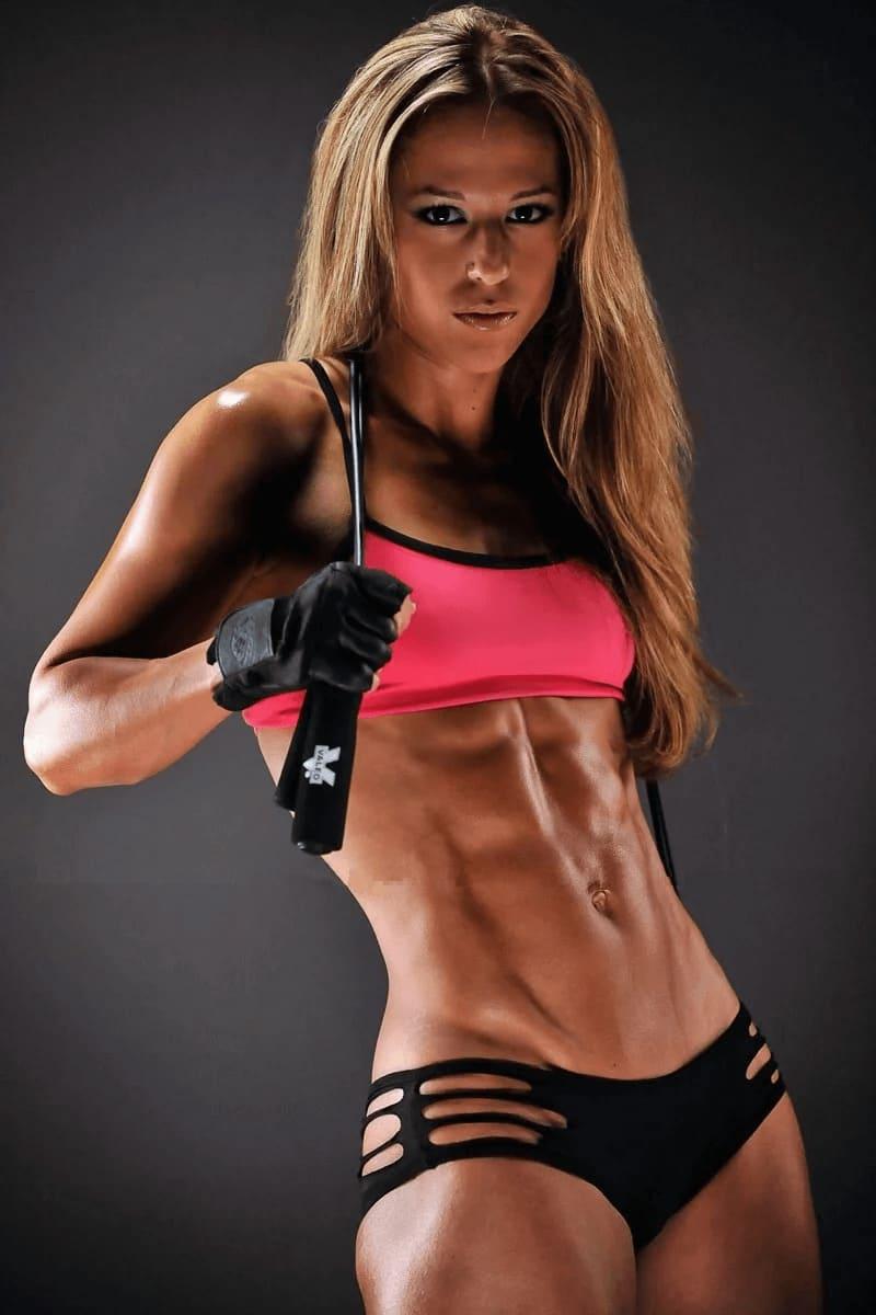 الرياضة والجسم الأنثوي الجميل